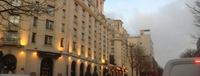 Avenue George V is one of things to do in Paris.