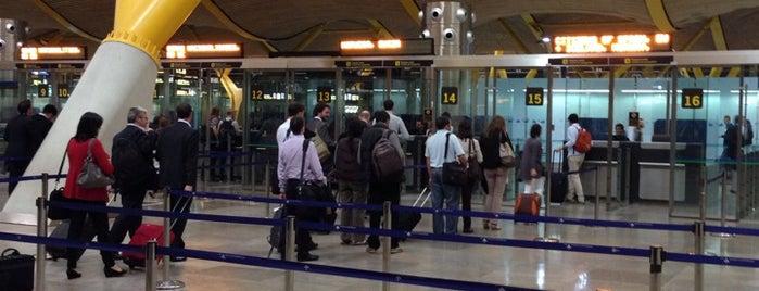 Passport Control is one of Tempat yang Disukai Alberto J S.