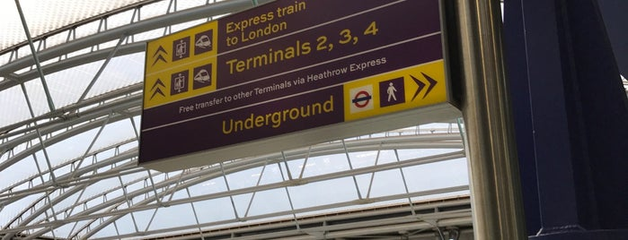 Estacion Heathrow, Terminal 5 is one of Lugares favoritos de Wayne.