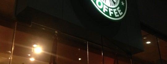 Starbucks is one of สถานที่ที่ Reen ถูกใจ.