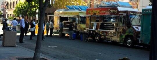 Foodtrucks On Columbia is one of Locais curtidos por Alfa.