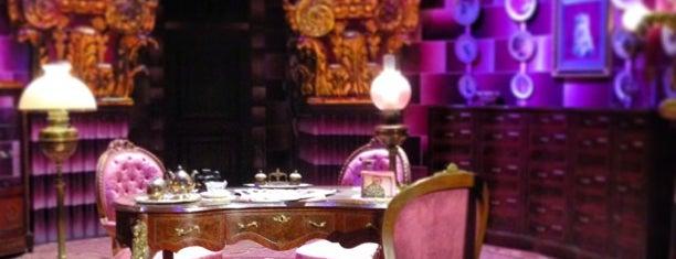 Umbridge's Office is one of Lugares favoritos de Gio.