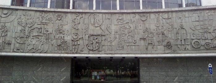 Teatro Guaíra is one of Curitiba, Capital do Paisagismo e Bom Gosto.