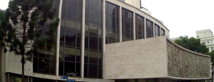 Teatro Guaíra is one of Orte, die Saimon gefallen.