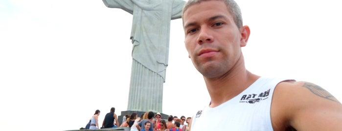 Patung Kristus Penebus is one of Rio de Janeiro por Sáimon Rio.