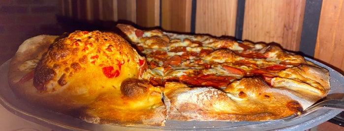 Grimaldi's Pizzeria is one of Orte, die Scott gefallen.