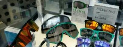 Oakley is one of Timさんの保存済みスポット.