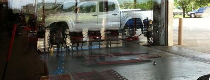 Discount Tire is one of ESTHER'in Beğendiği Mekanlar.