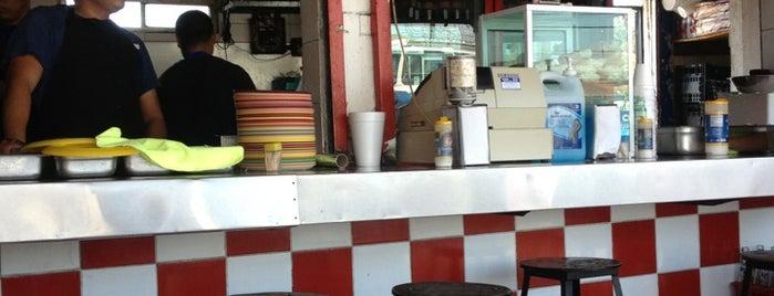 Tacos El Paisita is one of สถานที่ที่ Kat ถูกใจ.