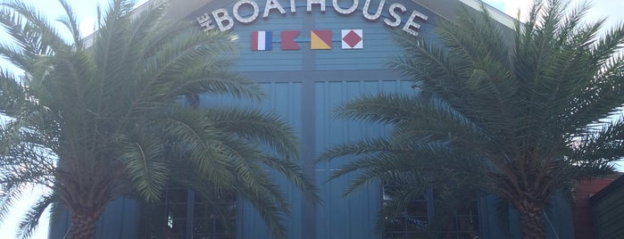 The BOATHOUSE is one of Lieux qui ont plu à Jorge.