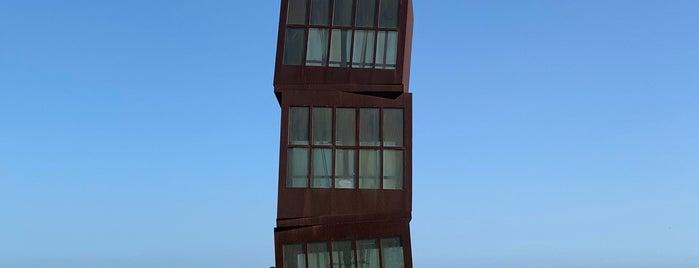 L'estel ferit is one of Barcelona.