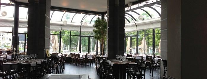 Park Cafe is one of Yves'in Beğendiği Mekanlar.