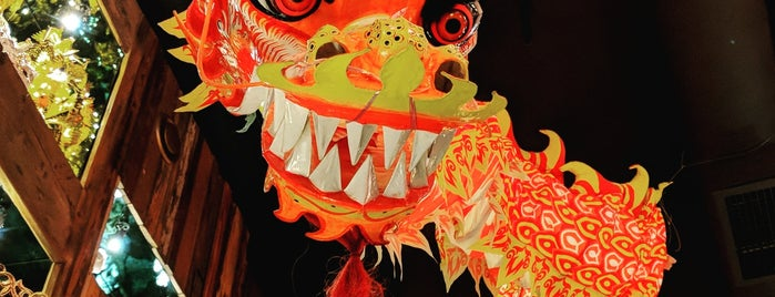 Madame Phú Man Chú is one of Foxxy: сохраненные места.