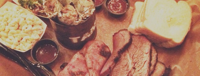 Green Street Smoked Meats is one of Lieux sauvegardés par Allison.
