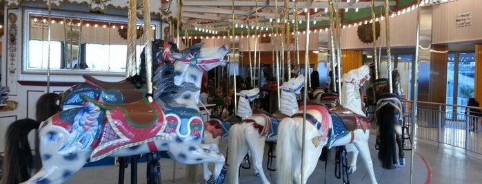 B&B Carousel is one of Carousels.