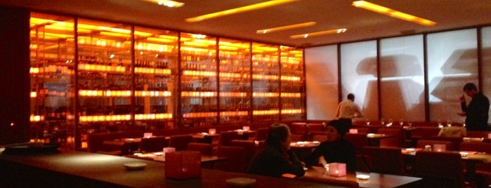 Nobu is one of my TOP Glamorous Trendy spot list.