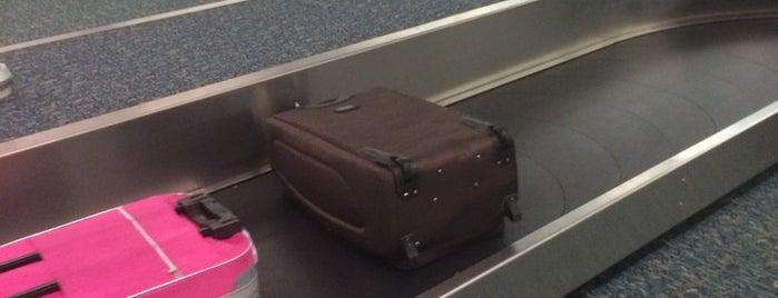 Baggage Claim B (20-32) is one of Michael'in Beğendiği Mekanlar.
