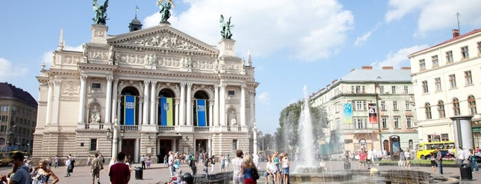 Фонтан біля Опери / Fountain near Opera House is one of Vitaliy 님이 좋아한 장소.