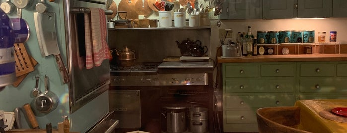 Julia Child's Kitchen is one of Marc Kevin 님이 좋아한 장소.