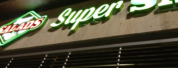 Super Salads is one of Leonelさんのお気に入りスポット.
