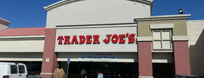 Trader Joe's is one of Lieux qui ont plu à Jen.
