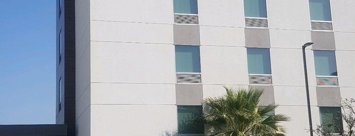 Hampton Inn & Suites is one of สถานที่ที่ Terrence ถูกใจ.