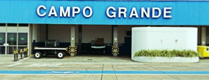 Aeroporto Internacional de Campo Grande (CGR) is one of สถานที่ที่ M@Zenaide ถูกใจ.