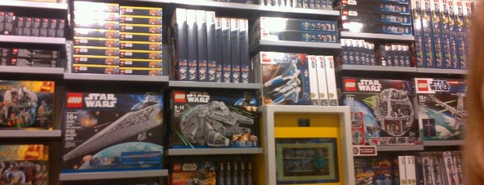 The LEGO Store is one of Lugares favoritos de Cem.