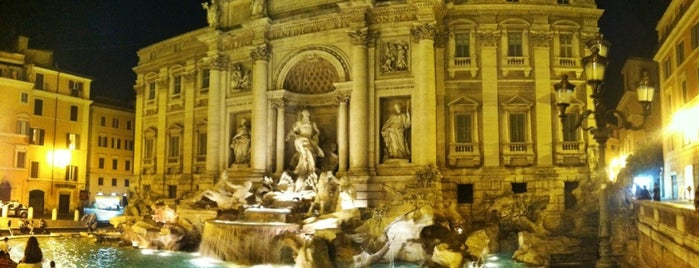 Fontana di Trevi is one of Where to go in Italy.