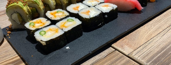 Sushi roll is one of Lugares guardados de Andras.