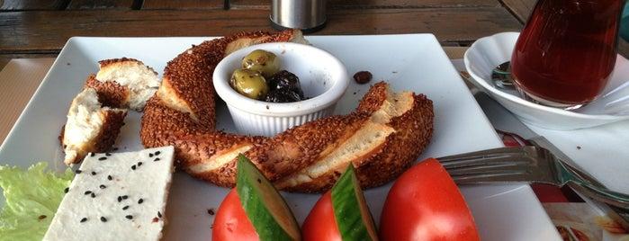Simit Cafe is one of Burak'ın Beğendiği Mekanlar.
