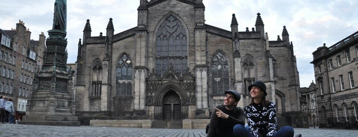 St. Giles' Cathedral is one of Edinburgh mit Mum.