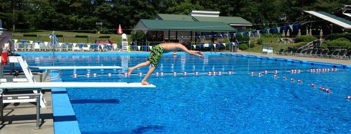 Cedardale Tennis & Pool is one of Orte, die Shelley gefallen.