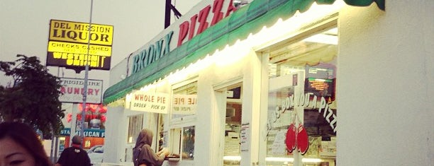 Bronx Pizza is one of Stephanie 님이 좋아한 장소.