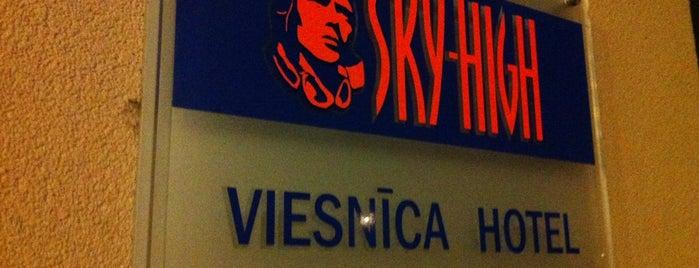 Sky High Hotel is one of Lugares favoritos de Анжелика.