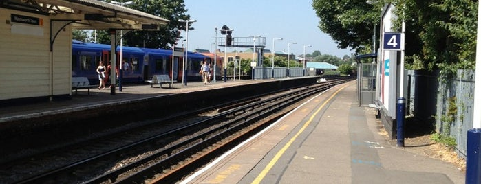 Wandsworth Town Railway Station (WNT) is one of Tempat yang Disukai Carl.