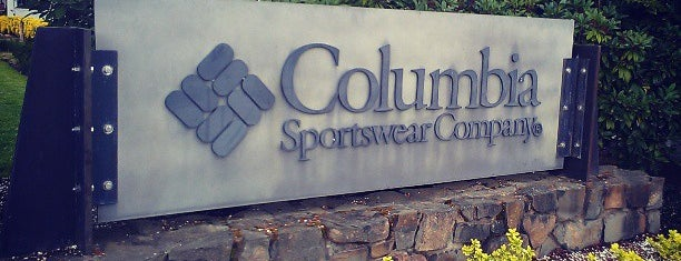 Columbia Sportswear Employee Store is one of Lugares favoritos de Rosana.