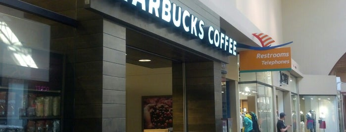 Starbucks is one of Orte, die Hoyee gefallen.