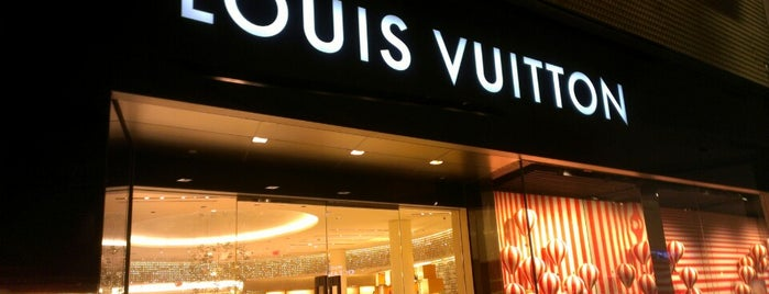 Louis Vuitton is one of Orte, die ATL_Hunter gefallen.