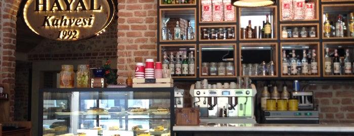 Hayal Kahvesi Sirkeci is one of Duygu'nun Beğendiği Mekanlar.