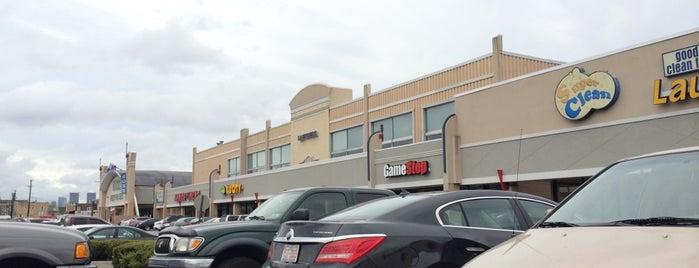 South Philadelphia Shopping Center is one of Lugares favoritos de Christopher.