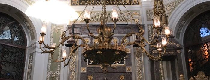 Hırka-i Şerif Camii is one of สถานที่ที่ MEHMET YUSUF ถูกใจ.