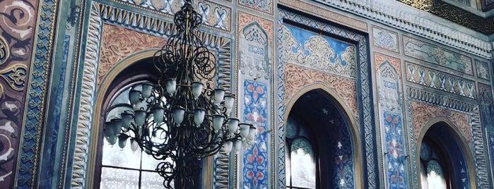 Pertevniyal Valide Sultan Camii is one of สถานที่ที่ MEHMET YUSUF ถูกใจ.