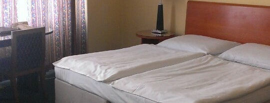 Hotel Harmony is one of Locais curtidos por L.