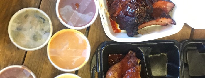Sweet Lucy's Smokehouse is one of Locais curtidos por Chung-yee.