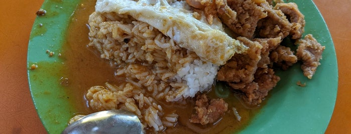 中国街咖喱饭 Hainanese Curry Rice is one of Singapore Food.