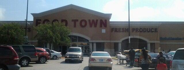 Food Town is one of Lugares favoritos de Keitha.