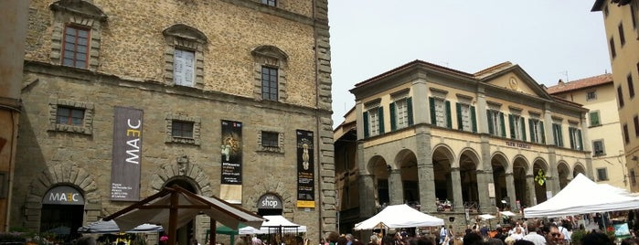 Piazza Signorelli is one of bella storia (di casa).