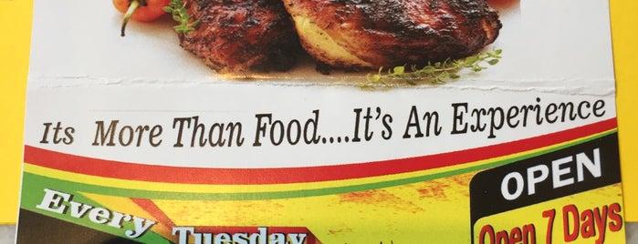 Mama Fays Caribbean Restaurant is one of สถานที่ที่ Plwm ถูกใจ.