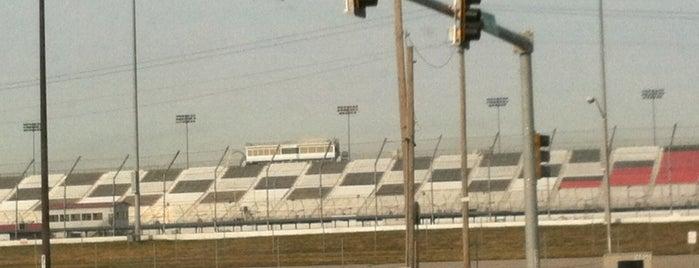 Gateway Motorsports Park is one of Lieux qui ont plu à Dwain.